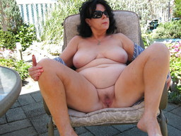 Fat mature slut is not shy to show..