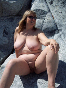Naked mature women, fat pussy and..