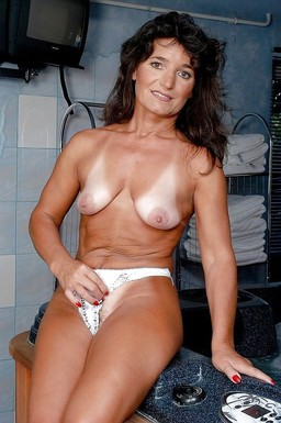 Naked mom with big nipples posing..