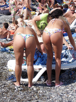 Nubie girls in bikini on pics from the..
