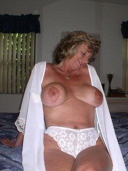 Naked moms Rare photos from social..