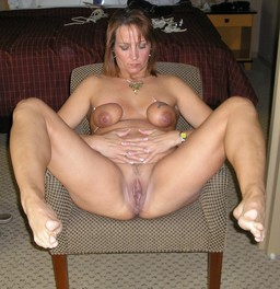 Sweet and wet mature pussy, amateur..