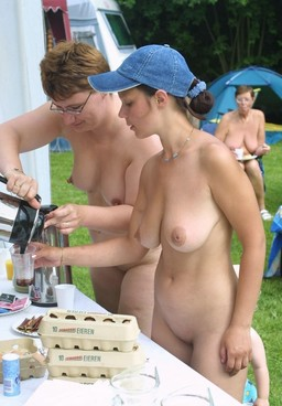 Sunbathing nudists photos, mature..