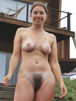 Amateur czech cuties show their hairy..