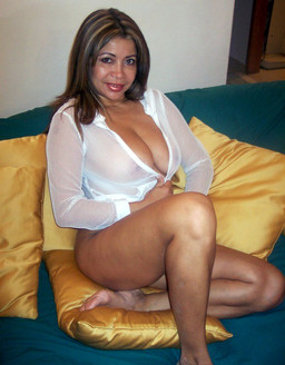 Busty mature woman addictive fitness..