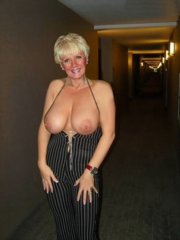 Mature big boobs pictures filmed at home