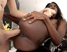 Leggy black pornstar Ana Foxxx gets..