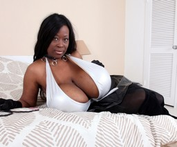 Black girl sex bomb with enormous..