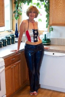 Leggy american housewife undressing..