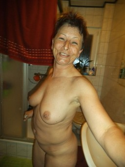 Playful polish wife exposing her old..