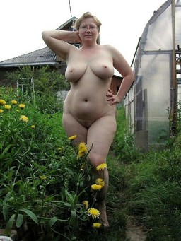 Amateur mature BBW pictures from home..