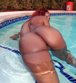 Wet big black booty in the swimming pool